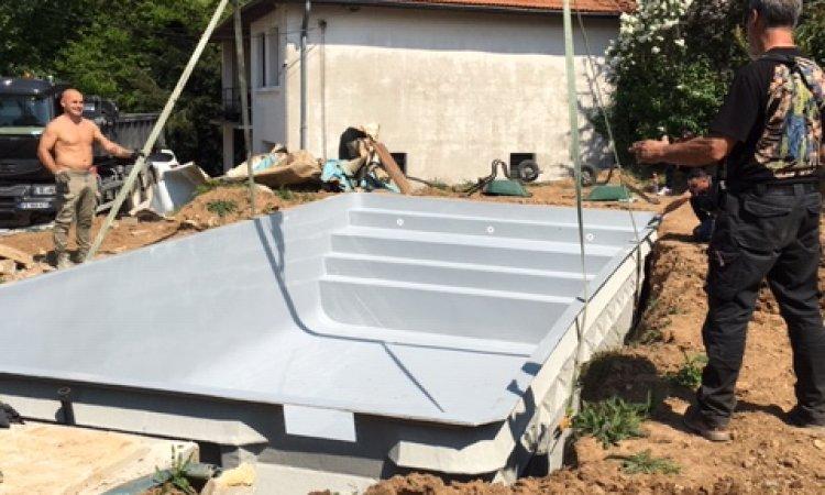Notre piscine SUGITON est en place. La semaine prochaine, notre client  profite de sa piscine